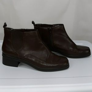 Easy Spirit Clydet Brown square toe Booties 7.5M